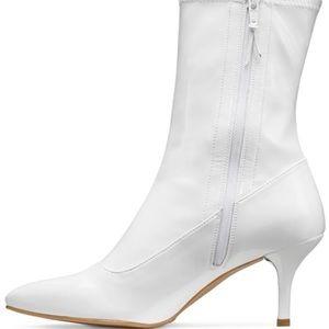 Stuart Weitzman White ankle boots size 5